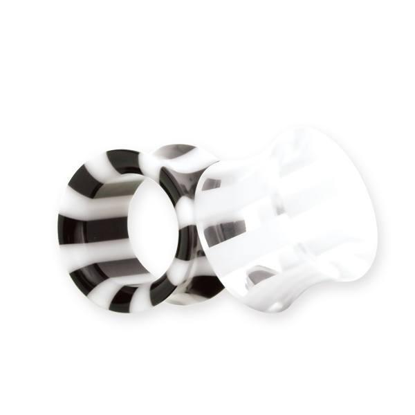 A képen: Piercing, tágító (cső), bőrbarát műanyag látható